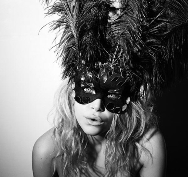 mascara penas carnaval
